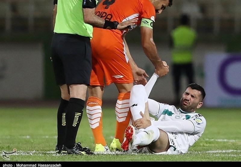 مدیر تیم ذوب آهن اظهار داشت؛ احضار دوباره محسن مسلمان به کمیته اخلاق برای قلیان کشیدن، تکلیف این بازیکن سه شنبه معین می شود