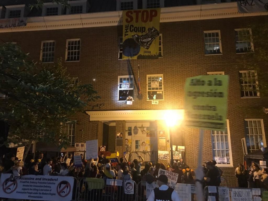 مخالفان جنگ سفارت ونزوئلا در واشنگتن را اشغال کردند