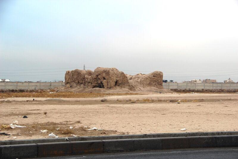 خبرنگاران معاون سازمان میراث فرهنگی: تپه 8 هزار ساله قرچک باید حفظ گردد