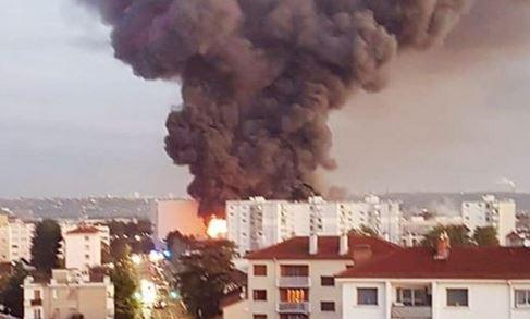 آتش سوزی مهیب در لیون فرانسه