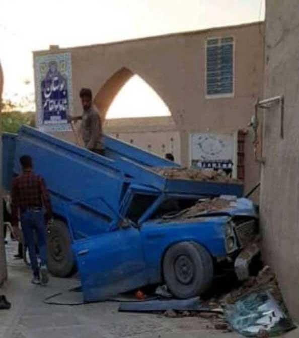 تصادف شدید نیسان با بافت تاریخی یزد ، تصاویر این اتفاق عجیب را ببینید