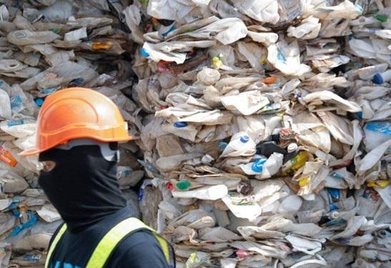 مالزی صد ها تن زباله را به کشور های مبدأ بازگرداند، کوالالامپور: ما زباله دان نیستیم
