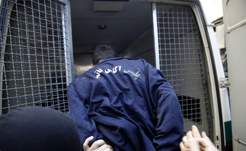 خبرنگاران دستگیری فروشنده مواد ضدعفونی در سایت دیوار