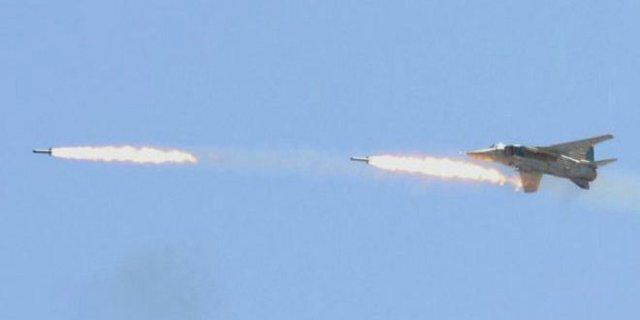 جنگنده های سوریه به مواضع تروریست ها در حومه حماة حمله کردند