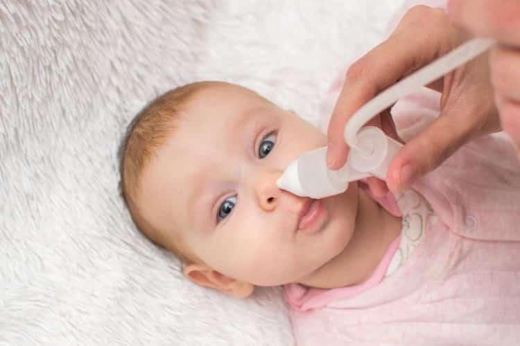 علت گرفتگی بینی نوزاد و روش های درمان آن