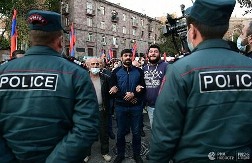 ادامه اعتراض ارمنی ها به توافق صلح قره باغ