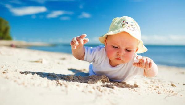 مراقبت از نوزاد در تابستان با 6 نکته مهم
