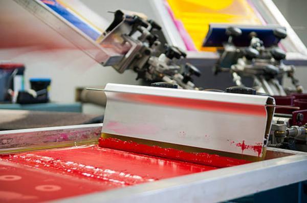 مواد مصرفی در چاپ سیلک اسکرین کدام است ؟